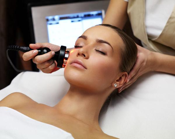 Perawatan kecantikan dengan menggunakan Radiofrequency (RF) atau yang  banyak disebut dengan setrika wajah menjadi salah satu perawatan  andalanpara wanita ... 60b451fc2c