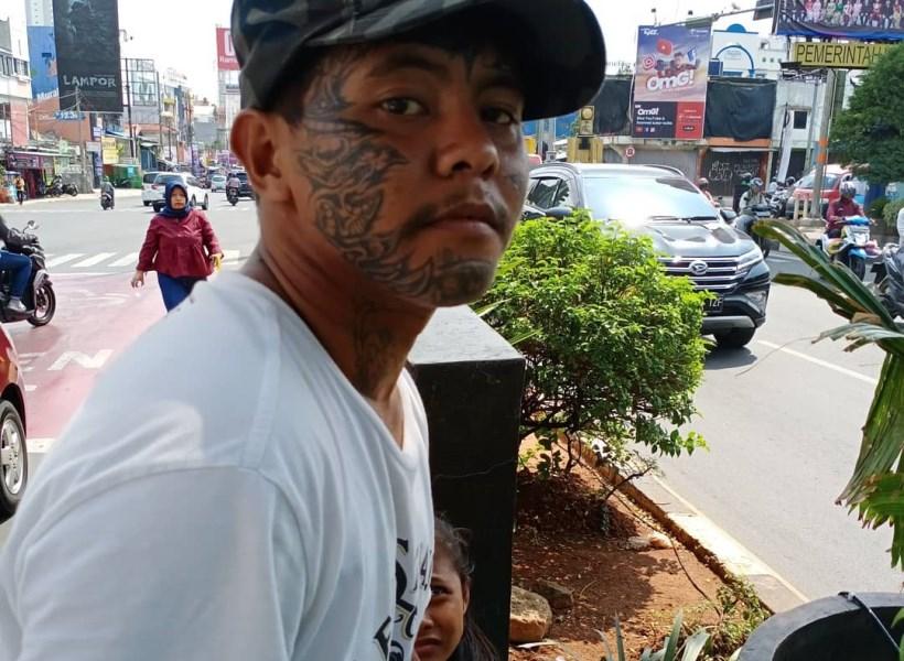 Meski Punya Banyak Tato, Anak Punk Ini Jago Ngaji