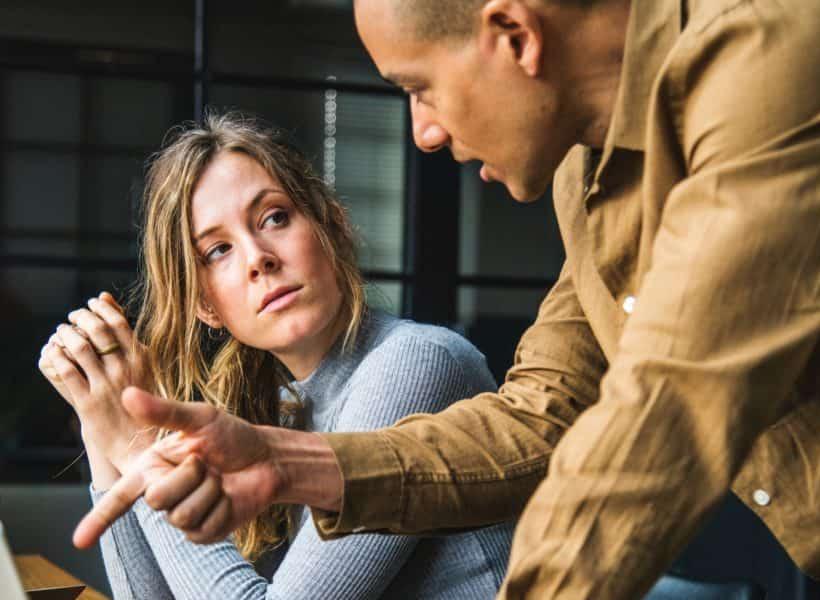 5 Tanda Anda Berhubungan Dengan Orang yang Manipulatif