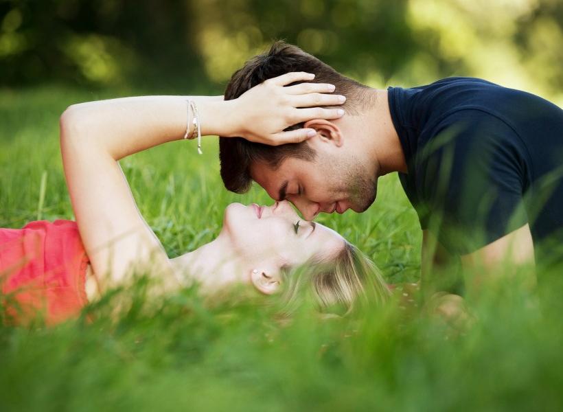 9 Tanda Hubungan Berjalan Terlalu Cepat