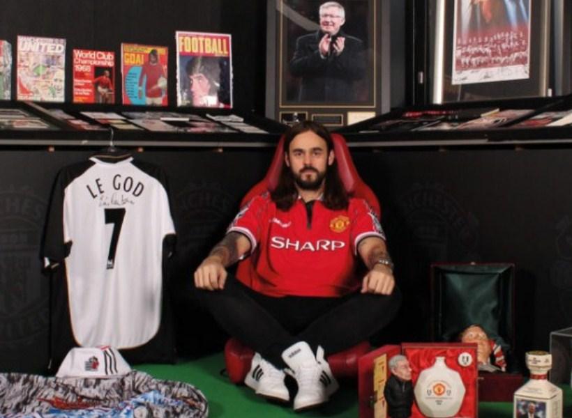Fans Sepakbola Ini Nekat Membangun Museum untuk Menampung 33.000 Koleksi Memorabilia Klub Favoritnya