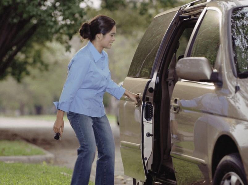 Kelebihan Mobil Sliding Door, Gak Cuma Hemat Ruang