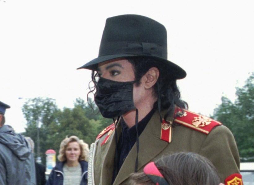 Ternyata Ini Alasan Michael Jackson Dulu Sering Memakai Masker
