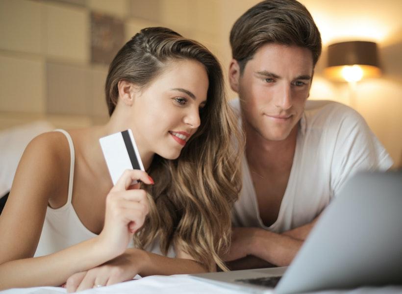6 Cara Mencegah Pasangan Agar Gak Boros