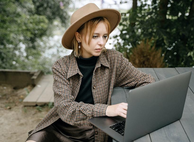 Cara Sederhana Atasi Radiasi Laptop. Cobain, ya!