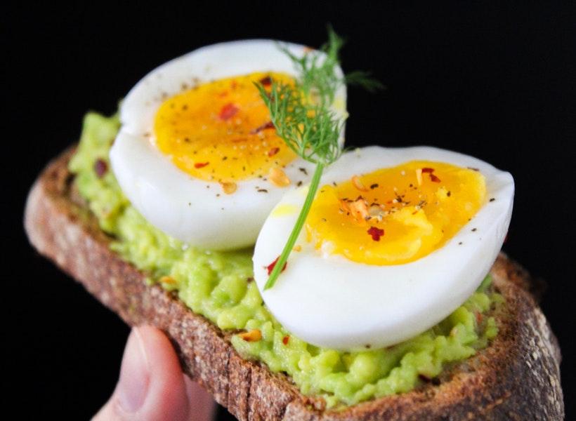 Ternyata Inilah Kandungan Gizi Telur Setengah Matang
