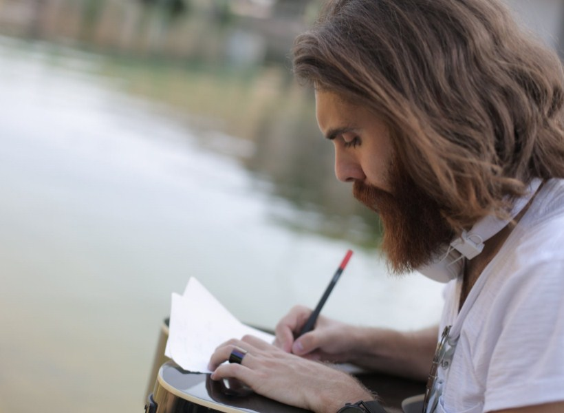 Hobi Menulis Puisi? Ini Manfaat yang Bisa Kamu Dapat