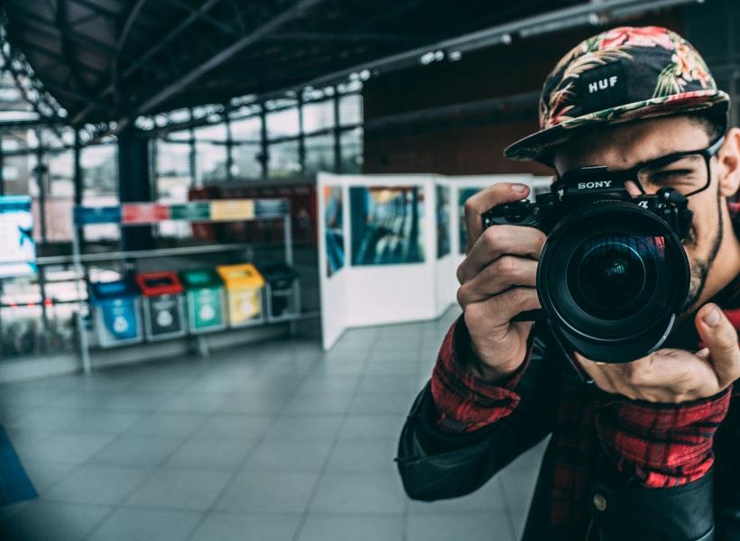 Tips Sukses Bidik Objek Foto di Malam Hari
