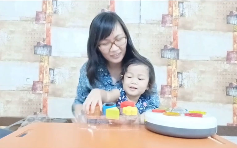 Ms. Lia Guru TK - Let's Play the Little Senses Lights and Sounds Shapes Sorter by ELC