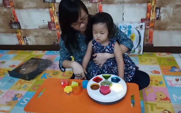 Ms. Lia Guru TK - Let's Play with Leia (ELC Toy Little Sense Light)