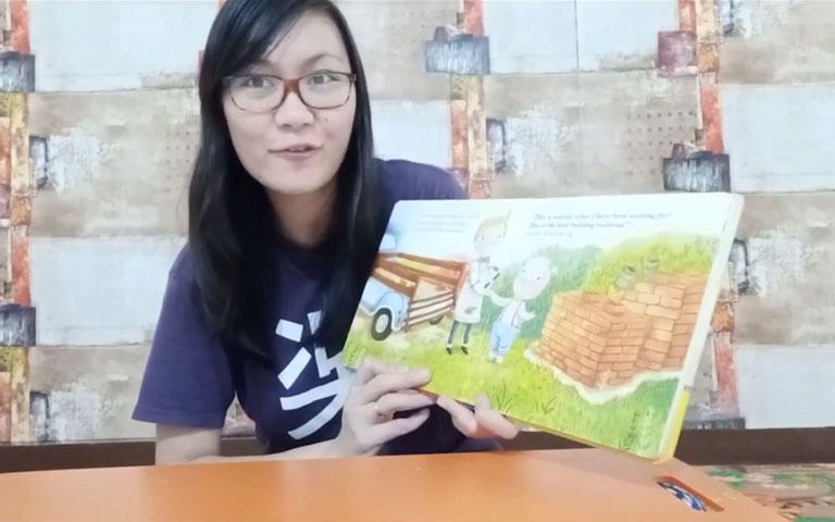 Ms. Lia Guru TK - Let's Read The Three Little Pigs Story! Mari Membaca Cerita tentang The Three Little Pigs