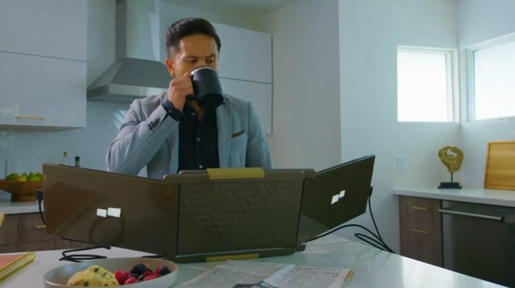 TechCom - Laptop 3 Layar. Gila!