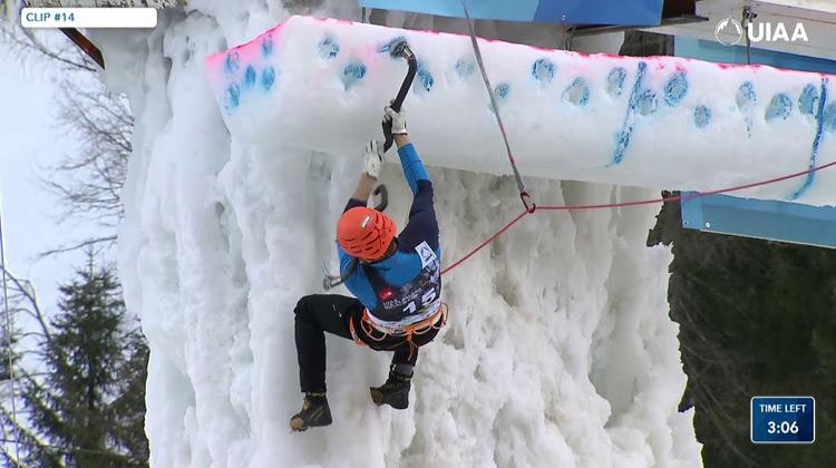 Show Moment - Piala Dunia Kompetisi Pedakian Es Rabenstein, Italy