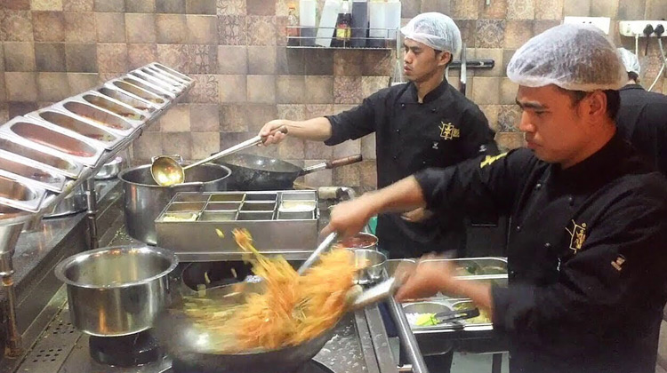 Kuliner Channel - Fastest Chinese food Noodles Chef in the World