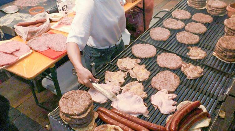 Kuliner Channel - Street Foot Italy - Burger Panggang Besar dengan Aneka Daging