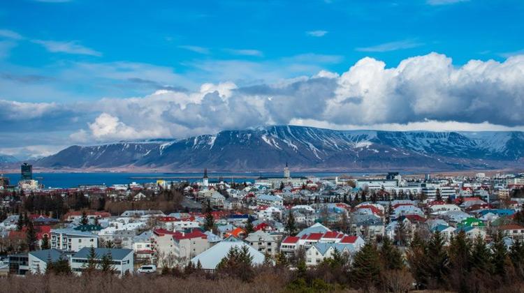 Traveling World - Panduan Perjalanan ke Iceland