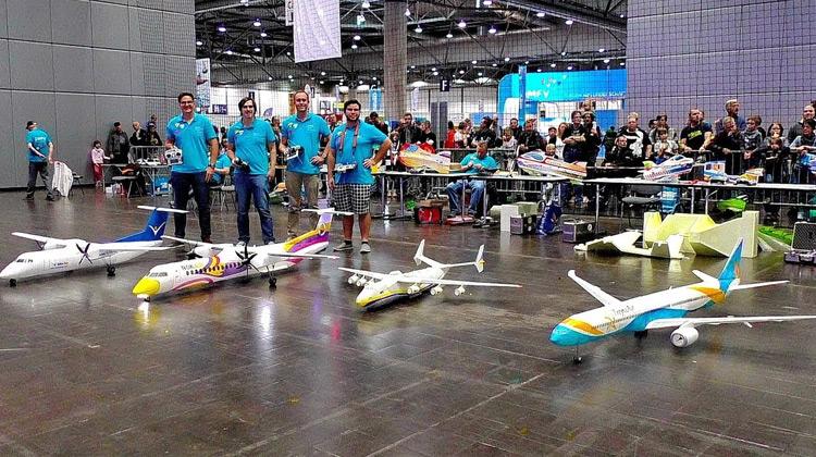 Show Moment - Friedrichshafen Indoor flight show