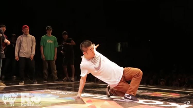Show Moment - Massive Monkees vs Jinjo Crew   R16 BBOY Battle