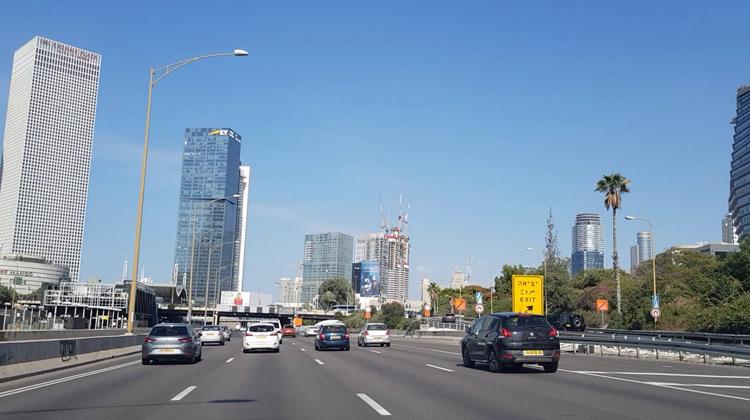 Traveling World - Pemandangan Indah di  Jalan Raya Ayalon Utara, Tel Aviv