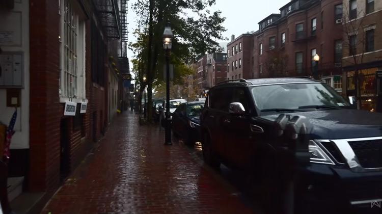 Traveling World - Suasa Jalan Saat Hujan di Boston