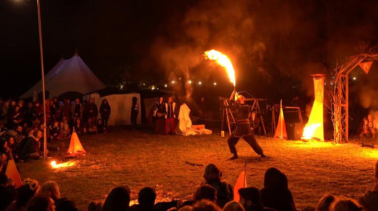 Show Moment - Bermain dengan Api - Anthropos Festival Circus Acts