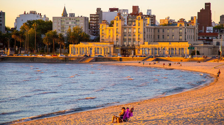 Traveling World - Montevideo City Video Guide