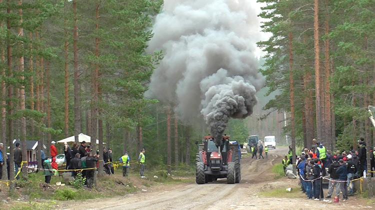 Puskankyla | Kompetisi Balap Tractor Menanjak