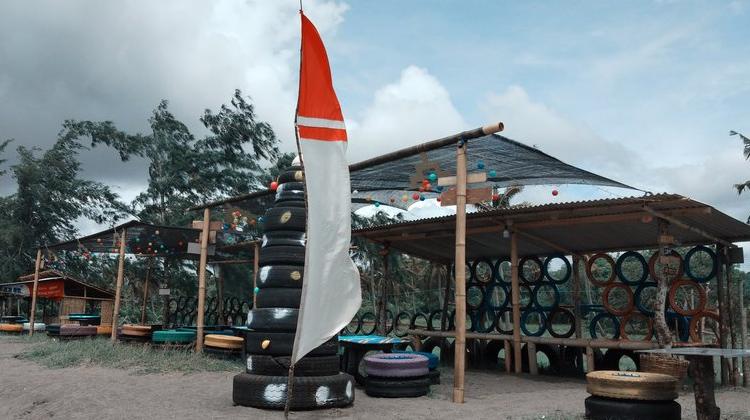 Brisik.ID - Pantai Tire Lombok Barat