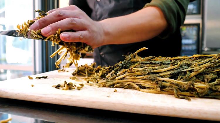 Kuliner Channel - Dried Vegetable Bread | Korean Street Food