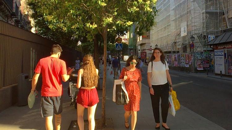 Traveling World - MADRID WALK from San Bernardo Metro