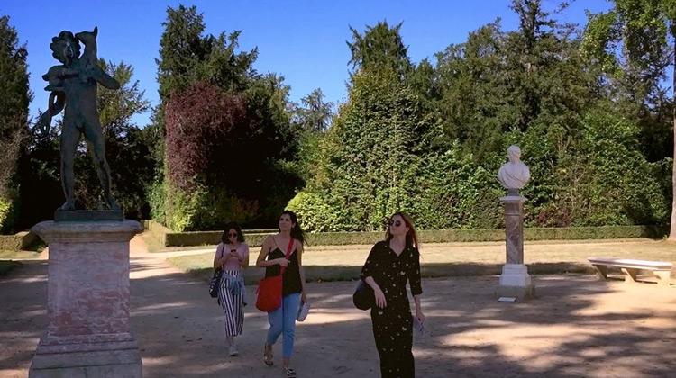 Berjalan di Taman Versailles, Paris