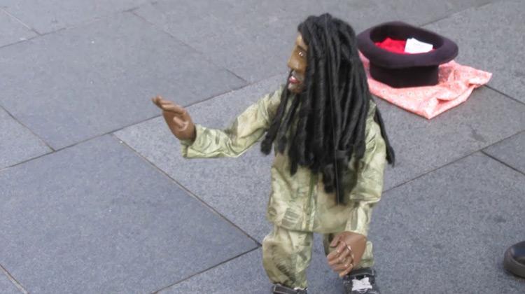 Show Moment - Pertunjukan Jalanan -  Bob Marley Versi Boneka