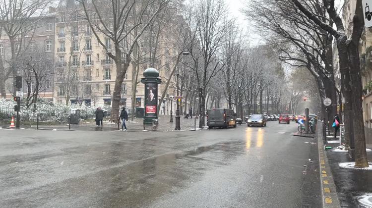 Walking Tour in Paris Under the Snow