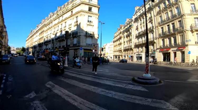 Traveling World - Paris Evening Walking tour