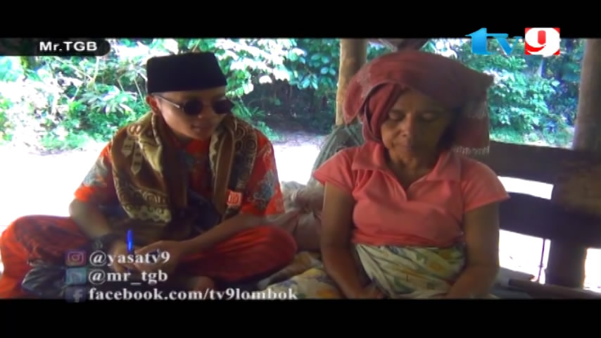 Putrayasa - Bagi-bagi uang di Punikan Lingsar - Lombok Barat_Program Televisi Lombok Ramadhan