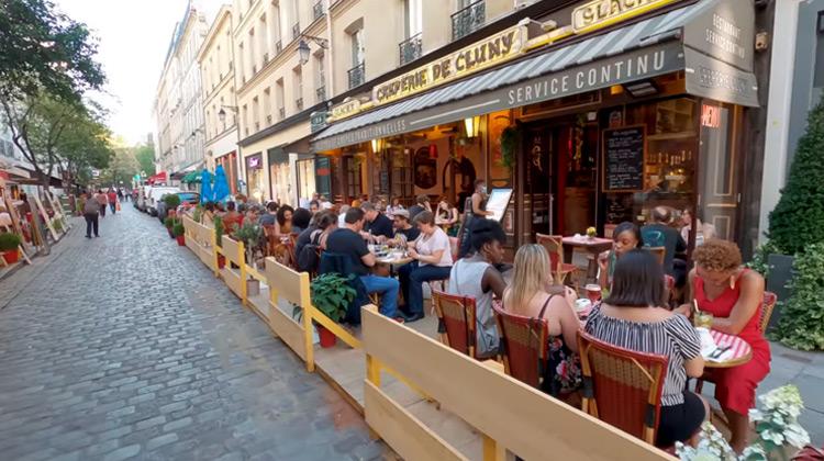 Traveling World - Paris Evening Walk and Bike Ride