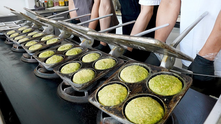 Kuliner Channel - Grilled Sticky Rice Cake | Korean Street Food