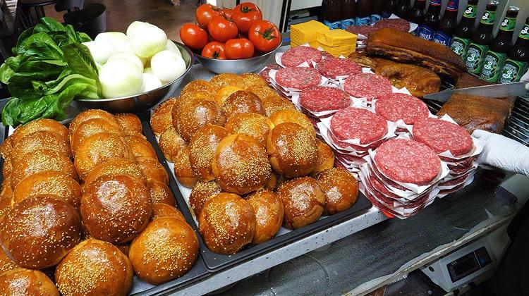 Kuliner Channel - Handmade Bacon Cheeseburger - Korean Street Food