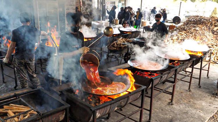 Traveling World - Tumis Ayam Spesial   Makanan Jalanan Korea