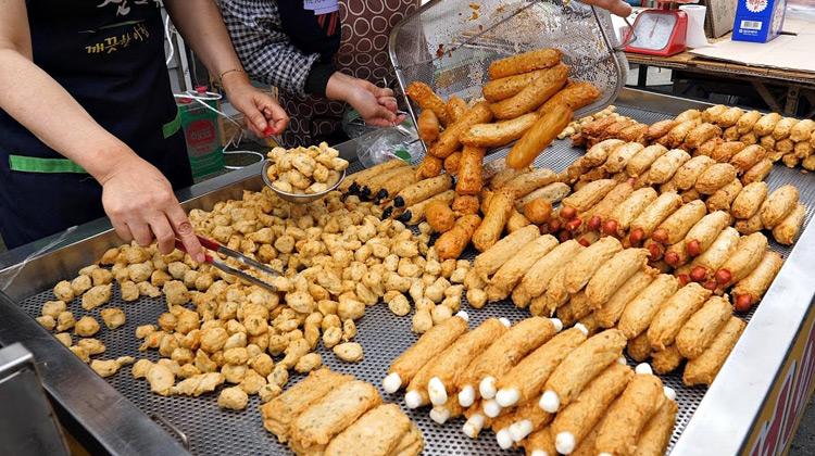 Kuliner Channel - Master of Korean hand made fish cakes - Korean street food